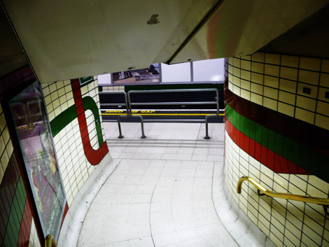 Barrier on the London Underground preventing running down stairs onto track